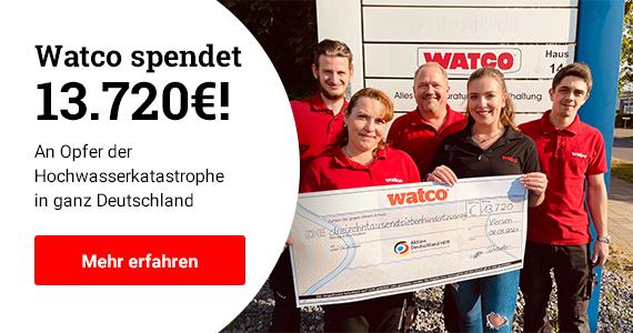 Mit unserer Spendenaktion wollen wir den Opfern der Hochwasserkatastrophe beim Wiederaufbau helfen. Im Bild: Unsere Mitarbeiter mit dem Spendenscheck über 13.720