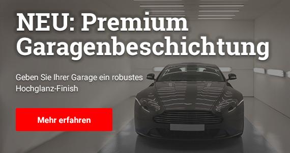 Text: NEU: Preium Garagenbeschichtung - Geben Sie Ihrer Garage ein robustes Hochglanz-Finish. Im Bild: Ein sportliches Auto der Marke Aston Martin steht auf einem grauen Garagenboden. Der Boden ist außen hellgrau und innen grau. Durch Lampen an der Decke wird der Wagenbelauchtet und glänzt. Auch die Bodenbeschichtung glänzt durch das Licht, was das Auto buchstäblich im besten Licht zeigt.